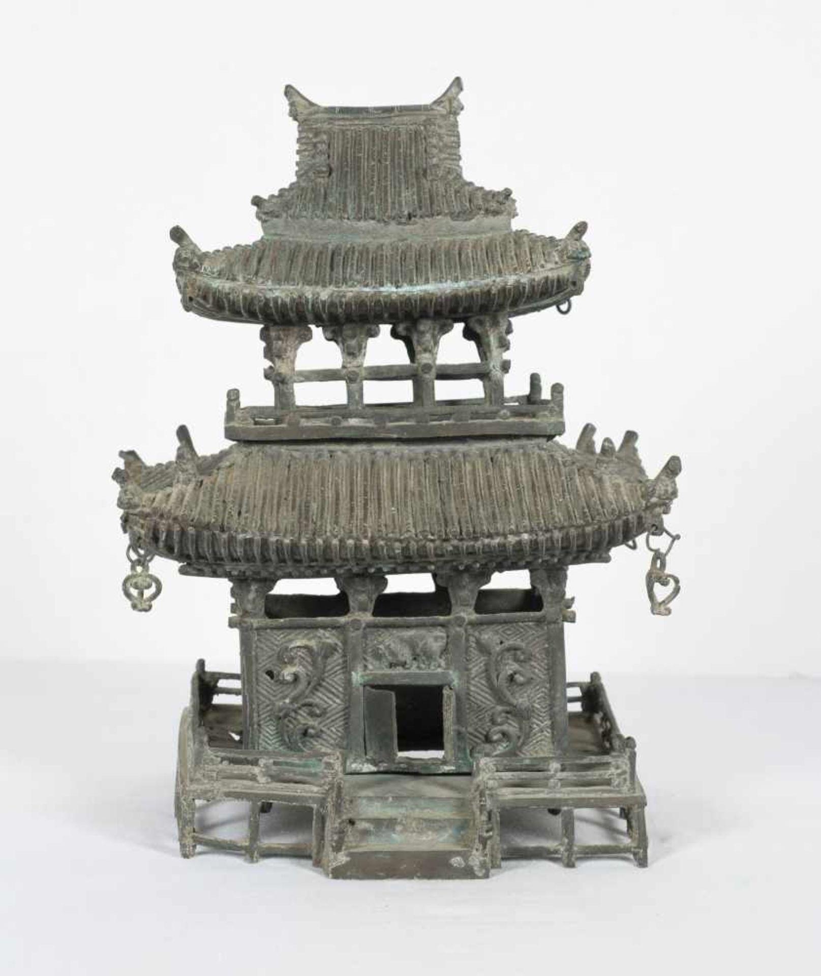 A bronze pagoda shaped censer. Japan. Meiji period. 19th Century.25 x 18 x 15 cm.