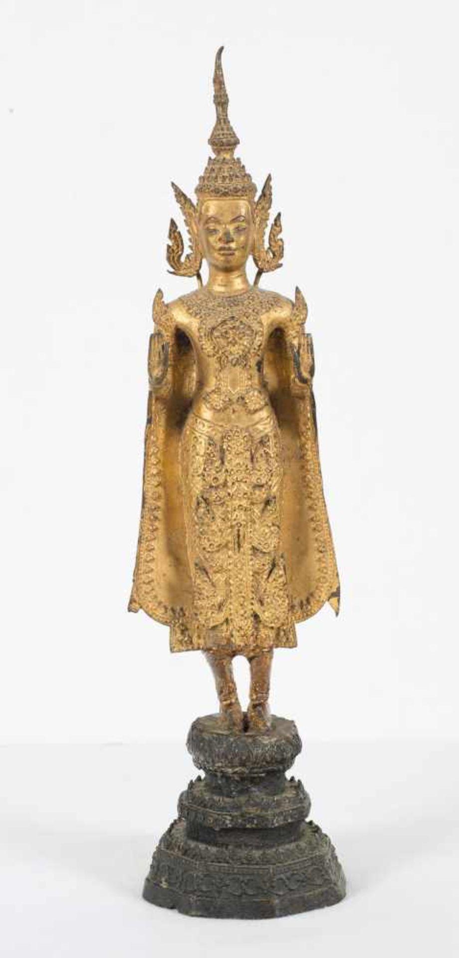 Los 44 - A gilt bronze figure of Buddha. Thailand. Rattanakosin period. 18th Century. Standing on a tier
