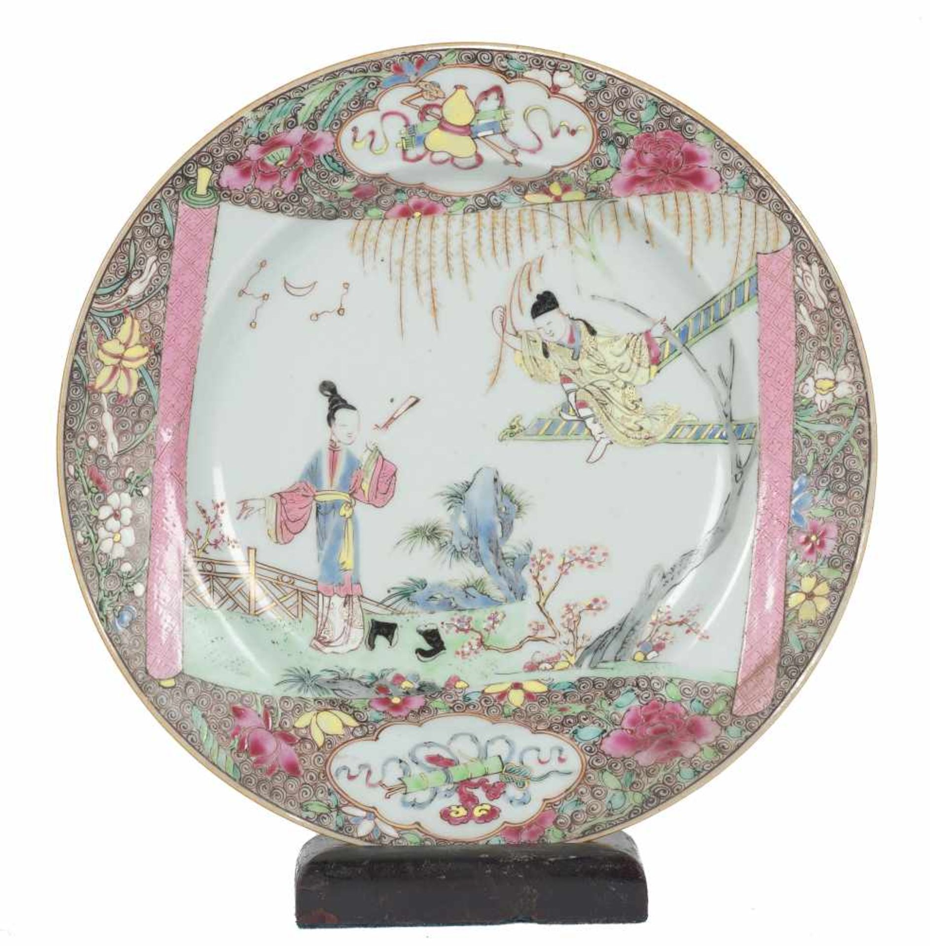 Los 10 - A Chinese Famille Rose large dish. Yongzheng period (1723-1735) and Qianlong period (1736-1795). <b