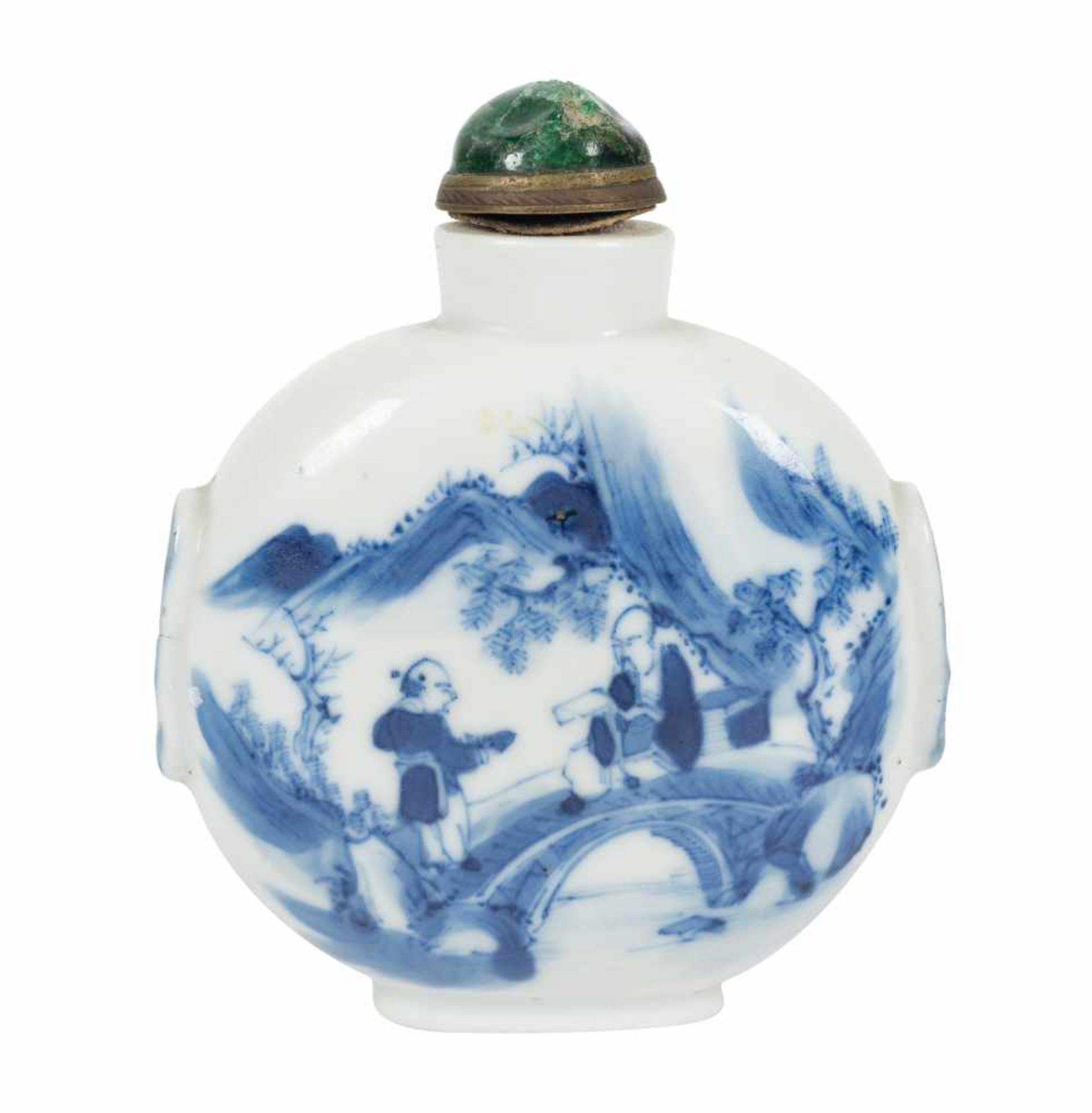 Los 23 - A blue and white porcelain snuff bottle. China. Qing dynasty. 19th Century. Height: 10 cm.<