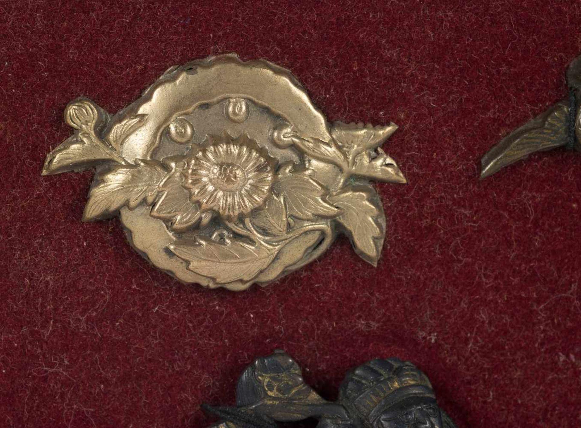 Los 36 - A set of four Japanese menuki. Edo period. 18th-19th Centuries.4 x 2 cm., 3 x 2 cm., 3,5 x 1,5