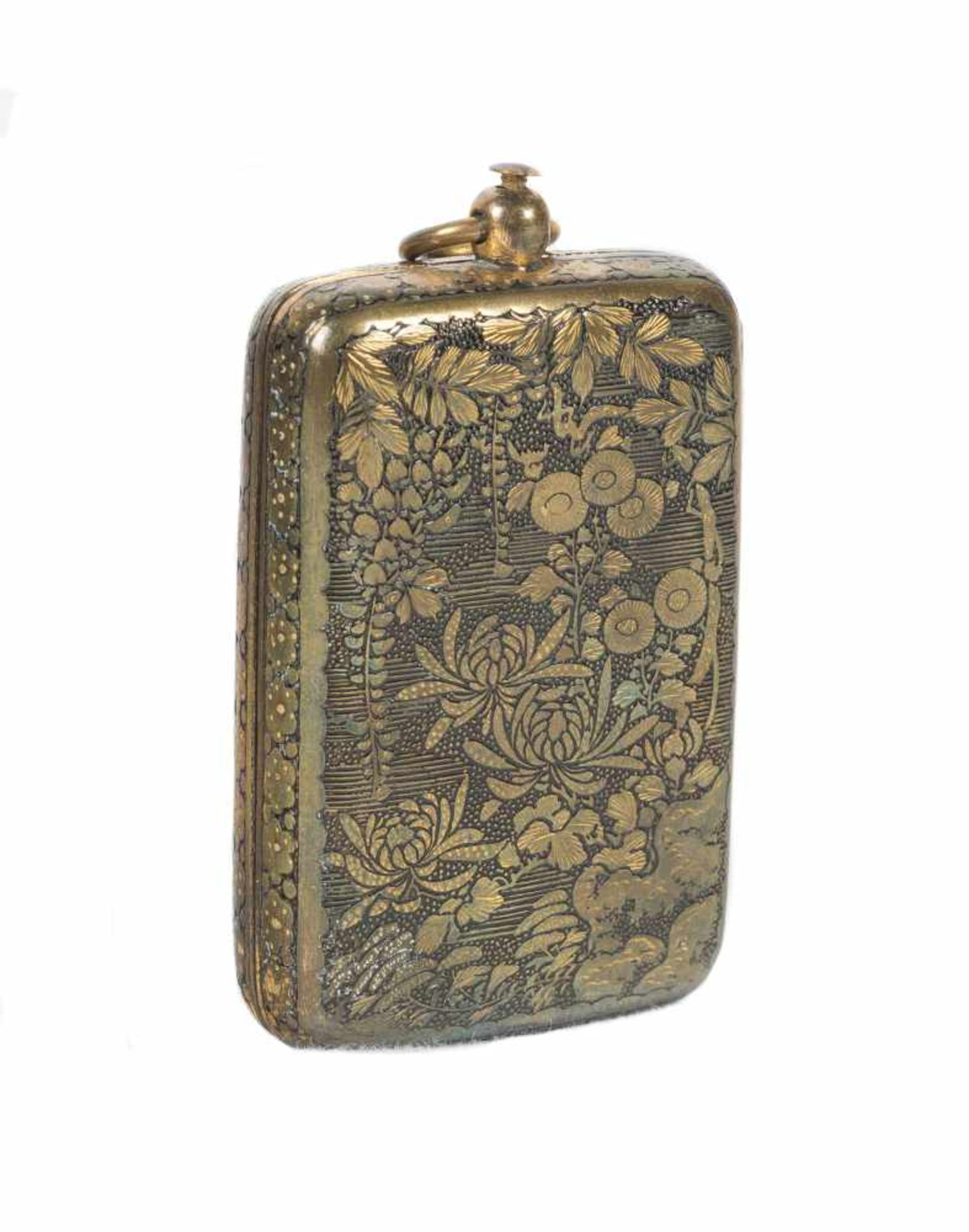 Los 59 - A Japanese inlaid iron Komai style miniature coin purse. Meiji period. 19th Century.6 x 3,5 cm.