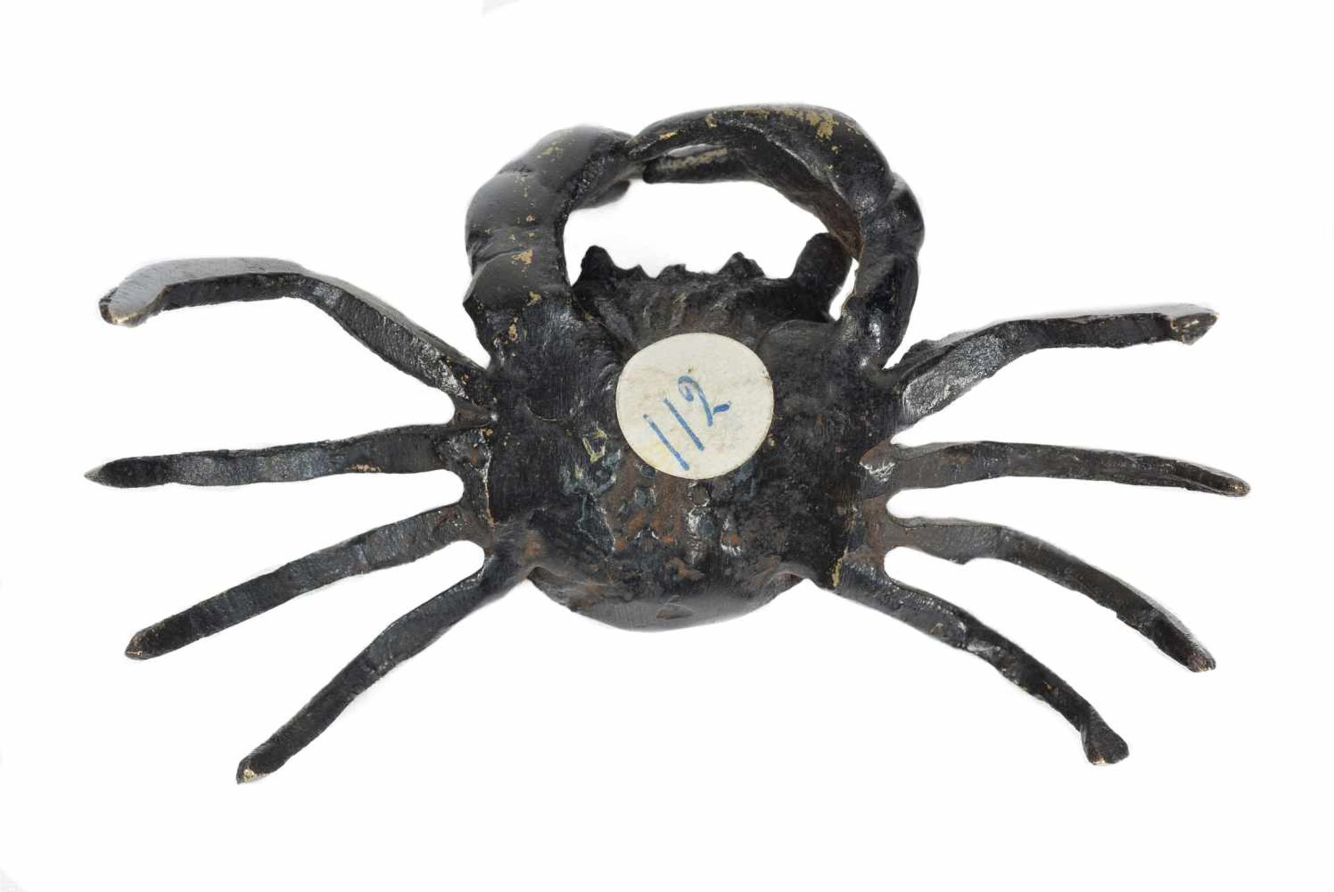 Los 37 - A Japanese bronze crab paperweight. Edo period. 18th-19th Centuries.5 x 9 x 5 cm.