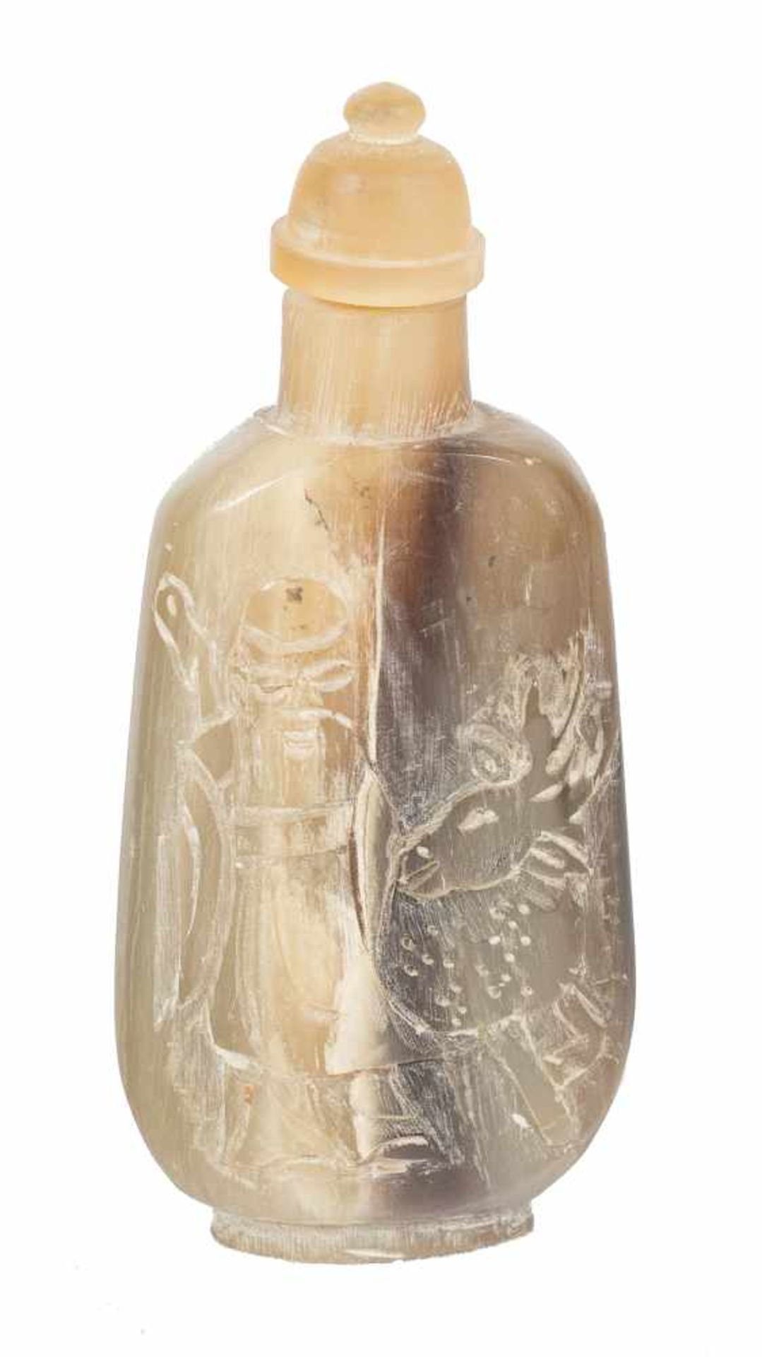 Los 12 - A fine Chinese snuff bottle in carved rhinoceros horn. Qing dynasty. 19th. Century.Height: 7,3