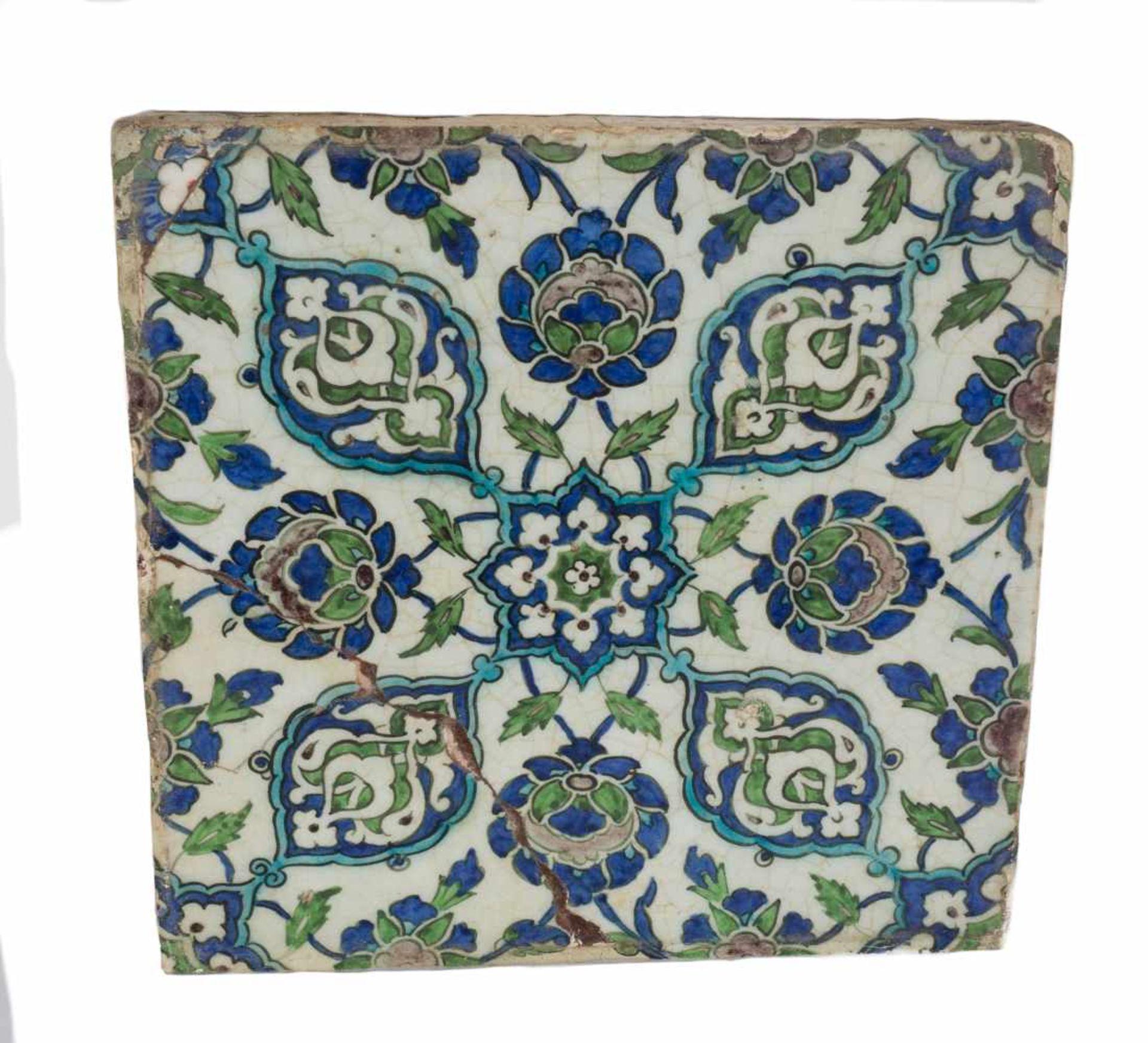A damascus pottery tile ottoman. Syria. Circa 1565-1570. The white ground decorated in cobalt-b - Bild 3 aus 4