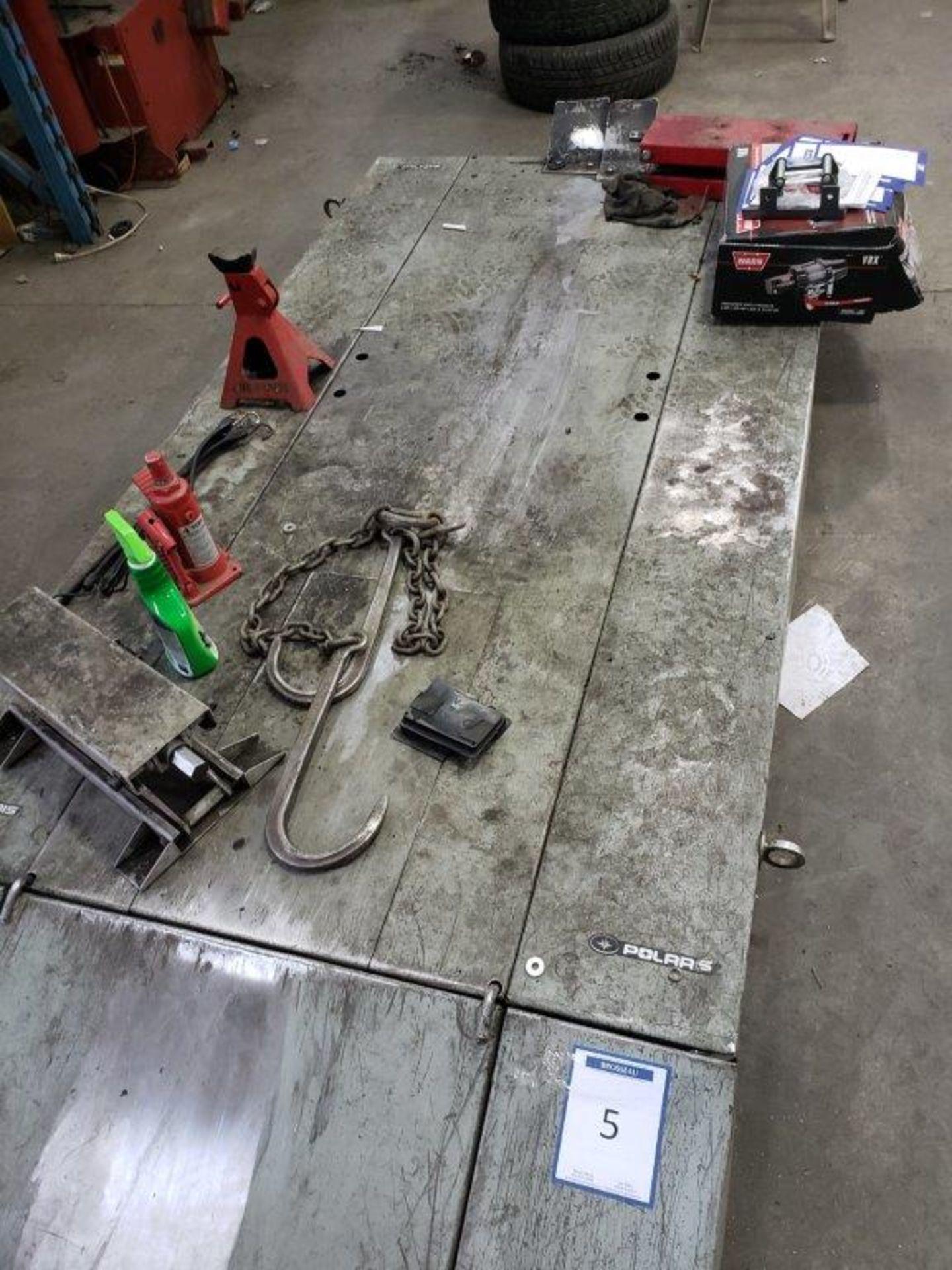 Lot 5 - table de travail hydraulique a air