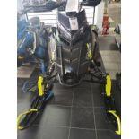 motoneige 2018 NEUVE de marque POLARIS model PRO RMK 163, de couleur noir et jaune, N/S: