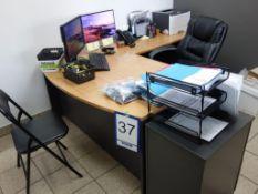 Lot : poste de travail avec retour, armoire murale, 3 fauteuils, filière latérale 4 tiroirs, cabinet