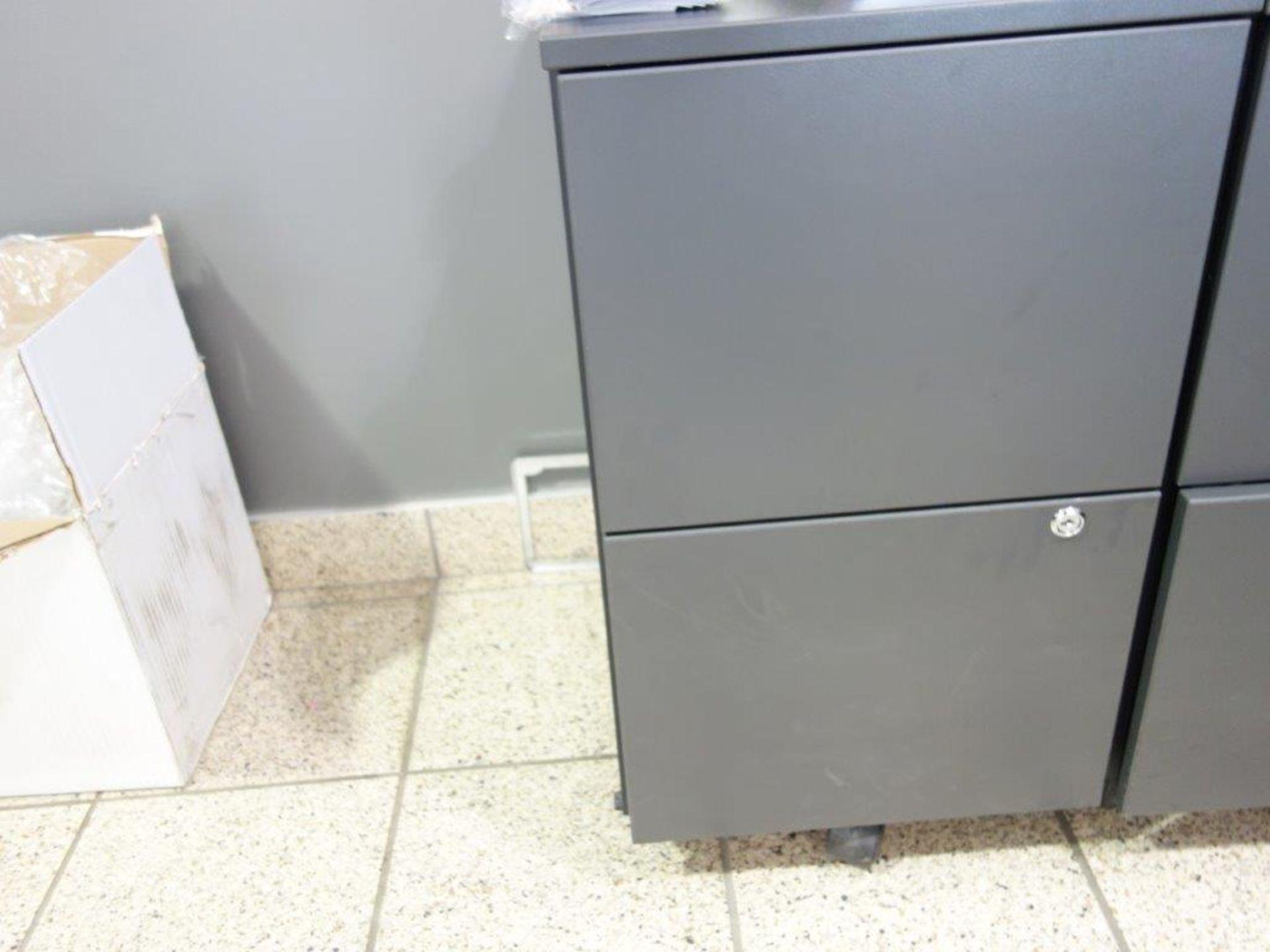 Lot : poste de travail avec retour, 3 fauteuils, cabinet 2 tiroirs V - SEULEMENT - Image 2 of 2