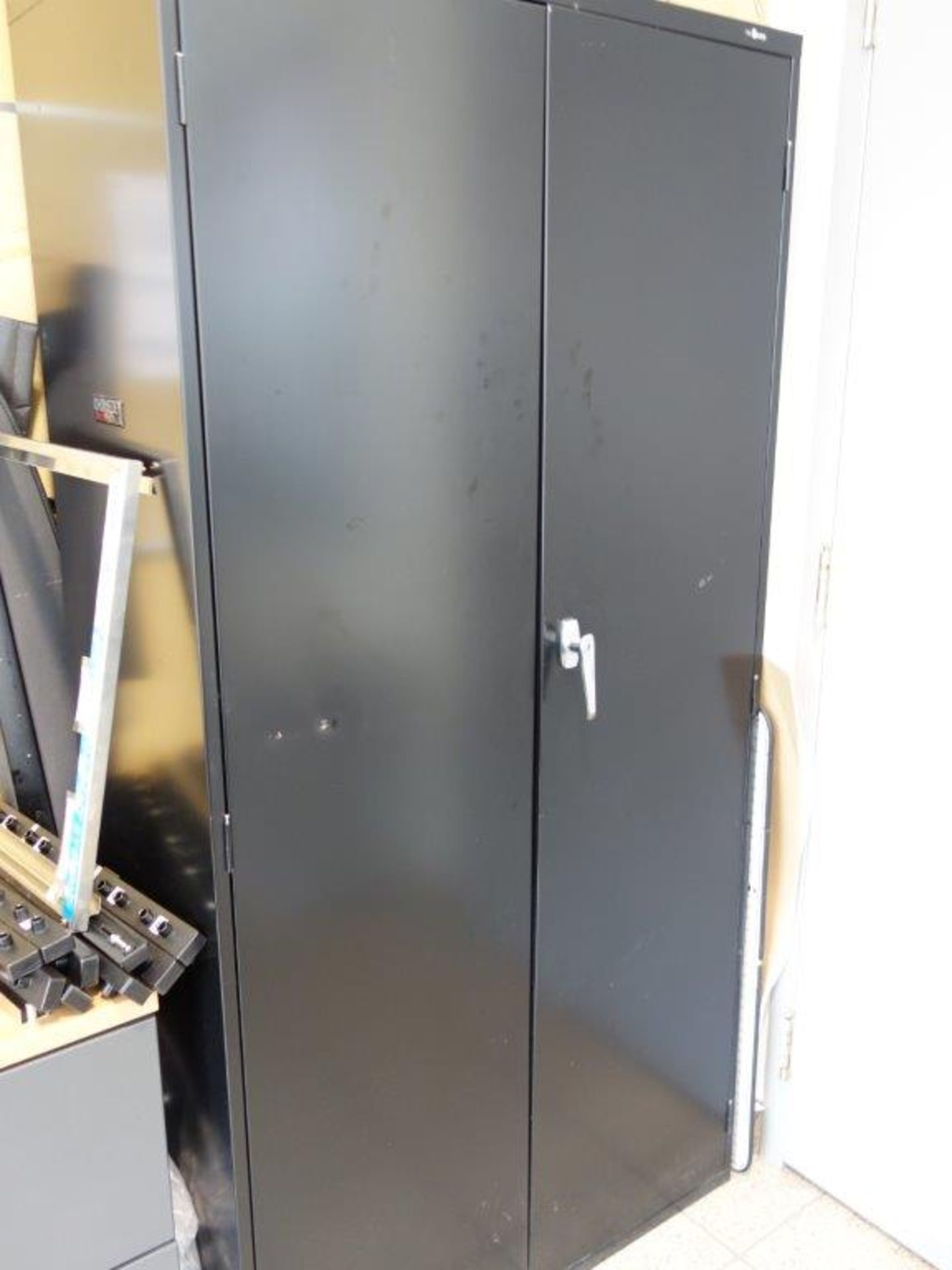 Lot : poste de travail avec retour, cabinet 2 tiroirs, 3 fauteuils, 2 filières latérales 2 - Image 4 of 4
