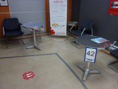 Lot : 5 fauteuils, 2 tables en aluminium, petite table - SEULEMENT