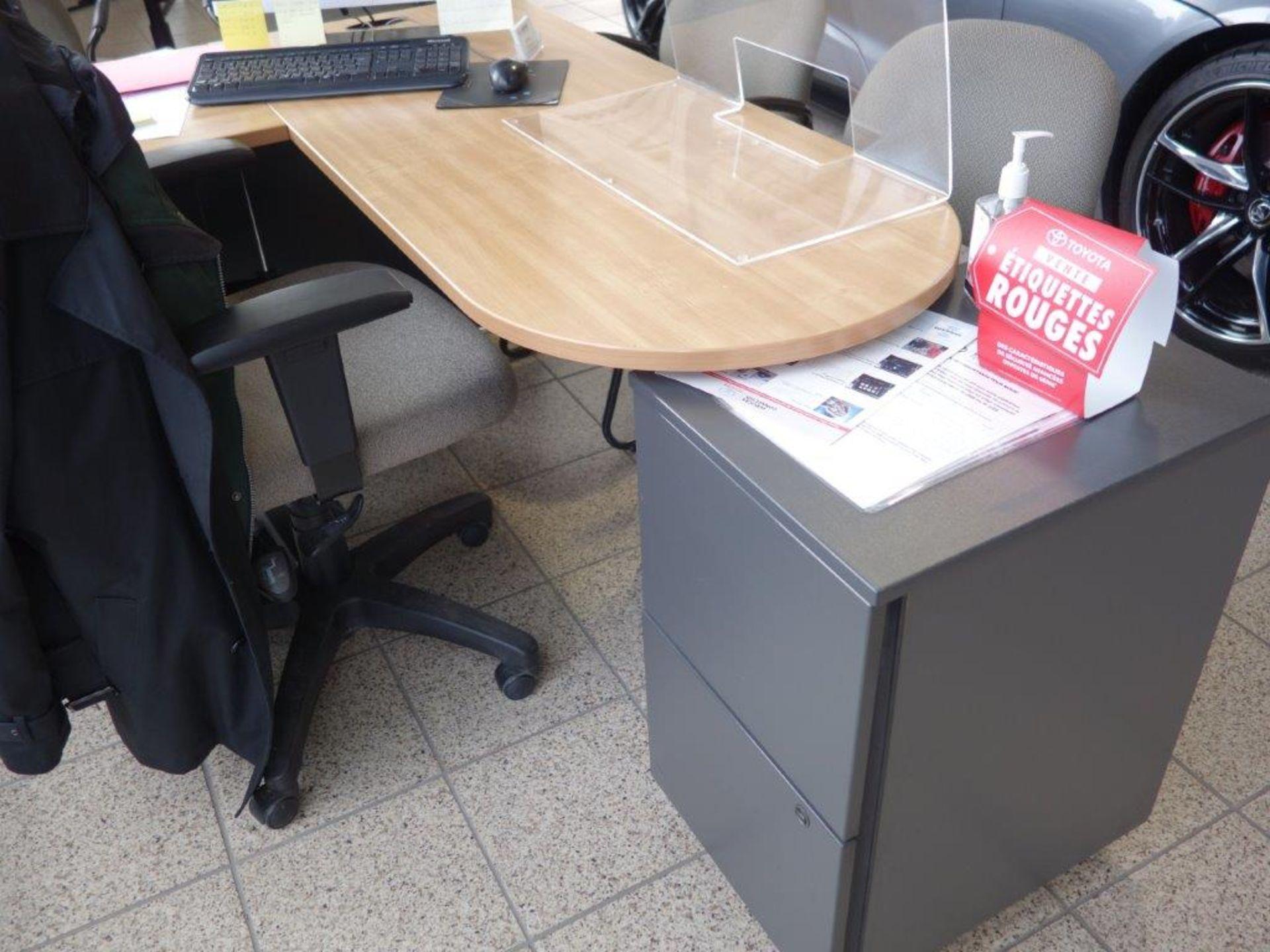 Lot : poste de travail avec retour, 3 fauteuils, cabinet - SEULEMENT - Image 2 of 2