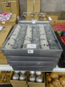 5 BOXES OF WHITE & SILVER LUXURY CHRISTMAS CRACKERS