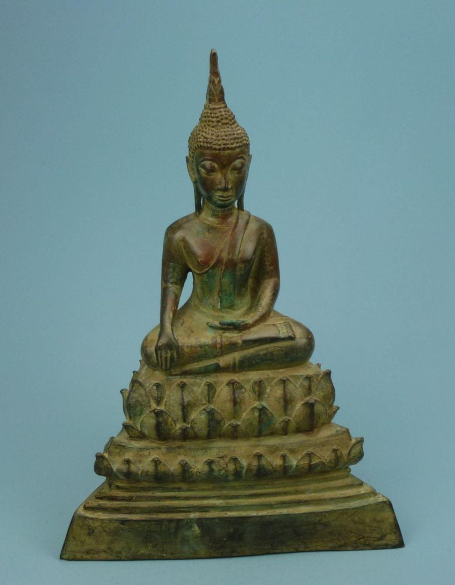 Buddha, Thailand, 19. Jh.Bronze, patiniert, auf hohem Lotusthron in Dhyanasana-Haltung sitzender