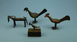 Konvolut Tierfiguren, AsienBronze: 2 Hähne, Büffel, Tischschelle m. Vogelgriff, H 7-12 cm