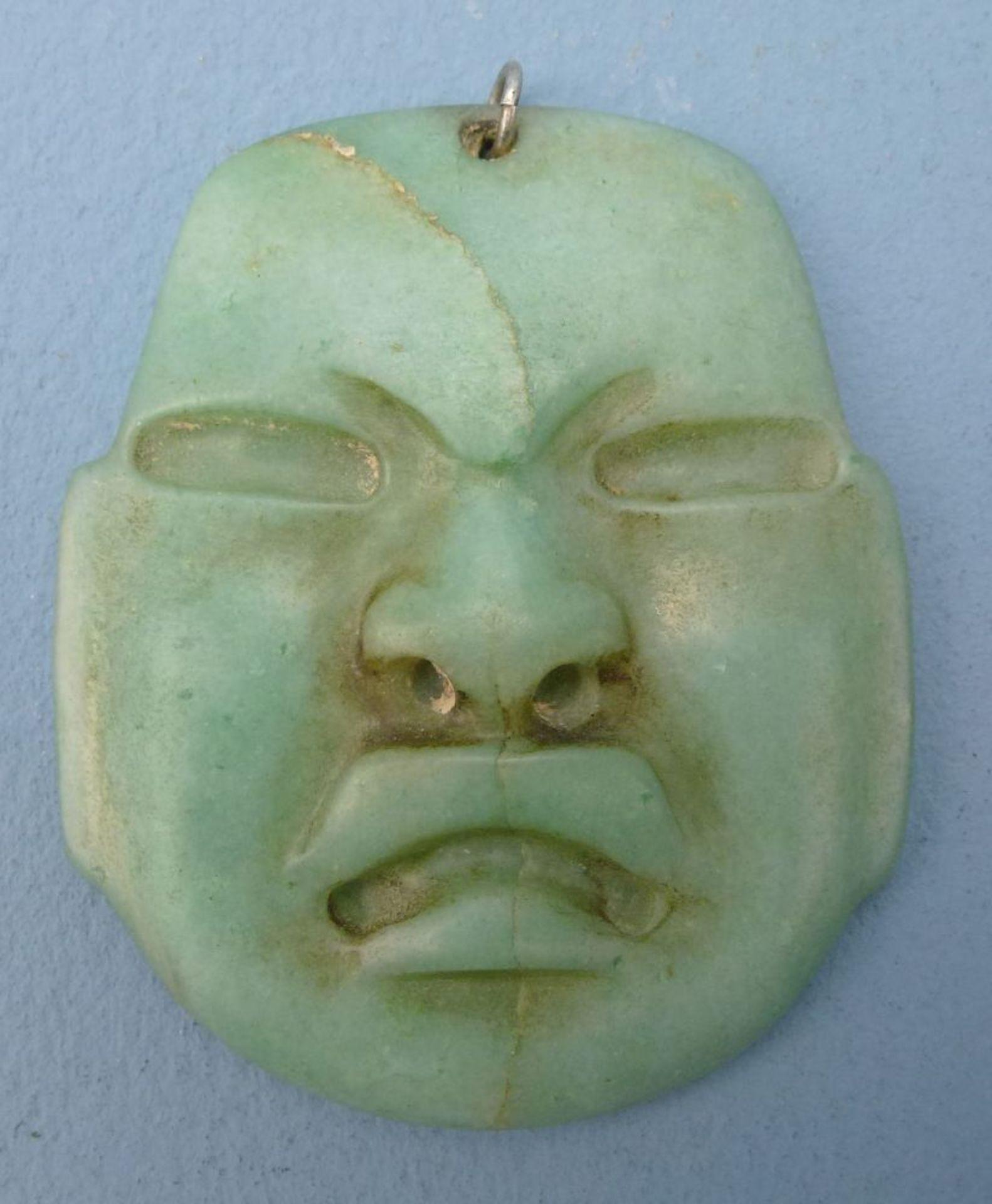 Olmeken - Maske, MexikoJade, reliefplast. Maske, Anhängeröse, 6x5 cm