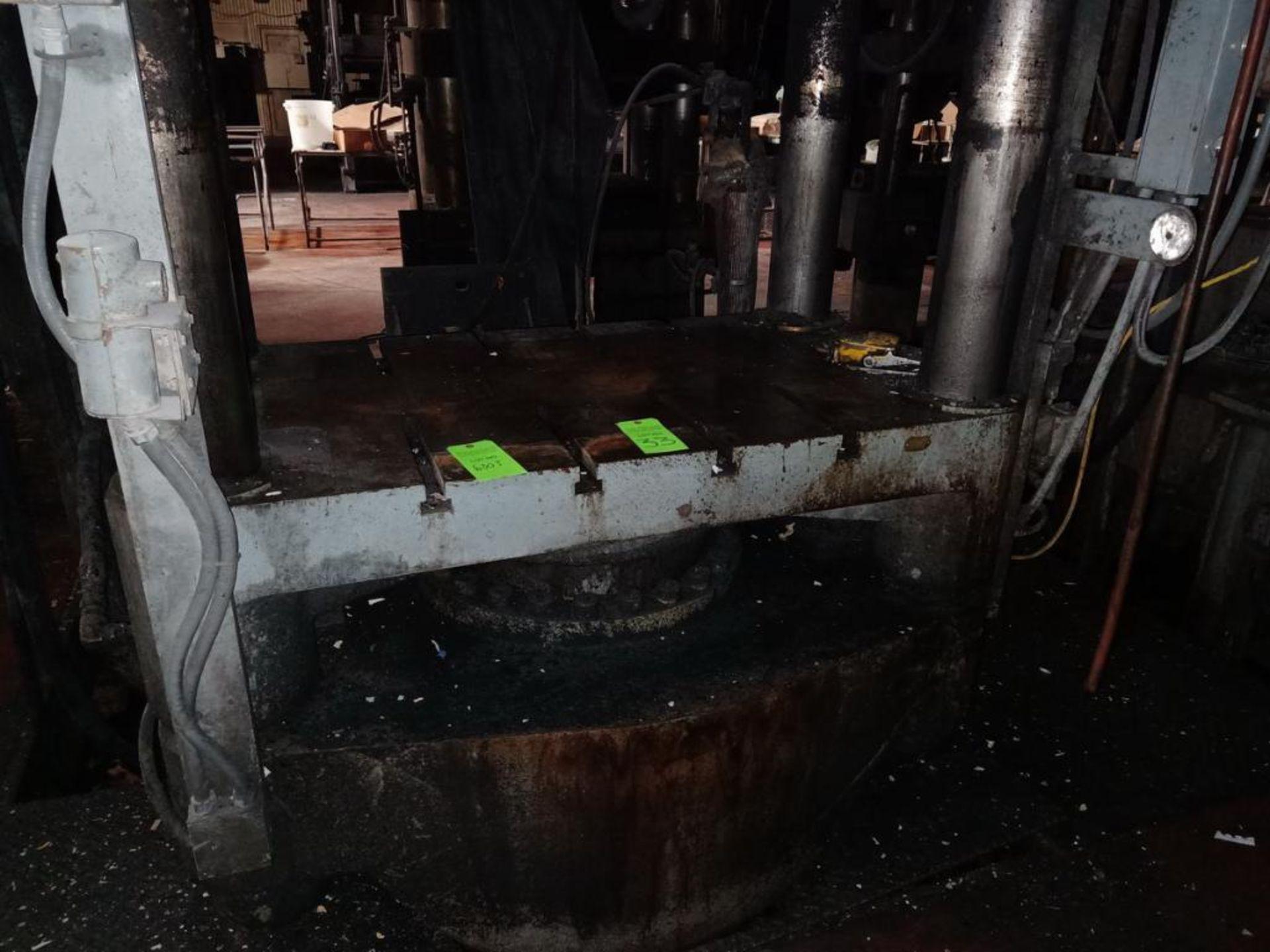 Lot 33 - Lawson 600T 4-Post compression molding Press