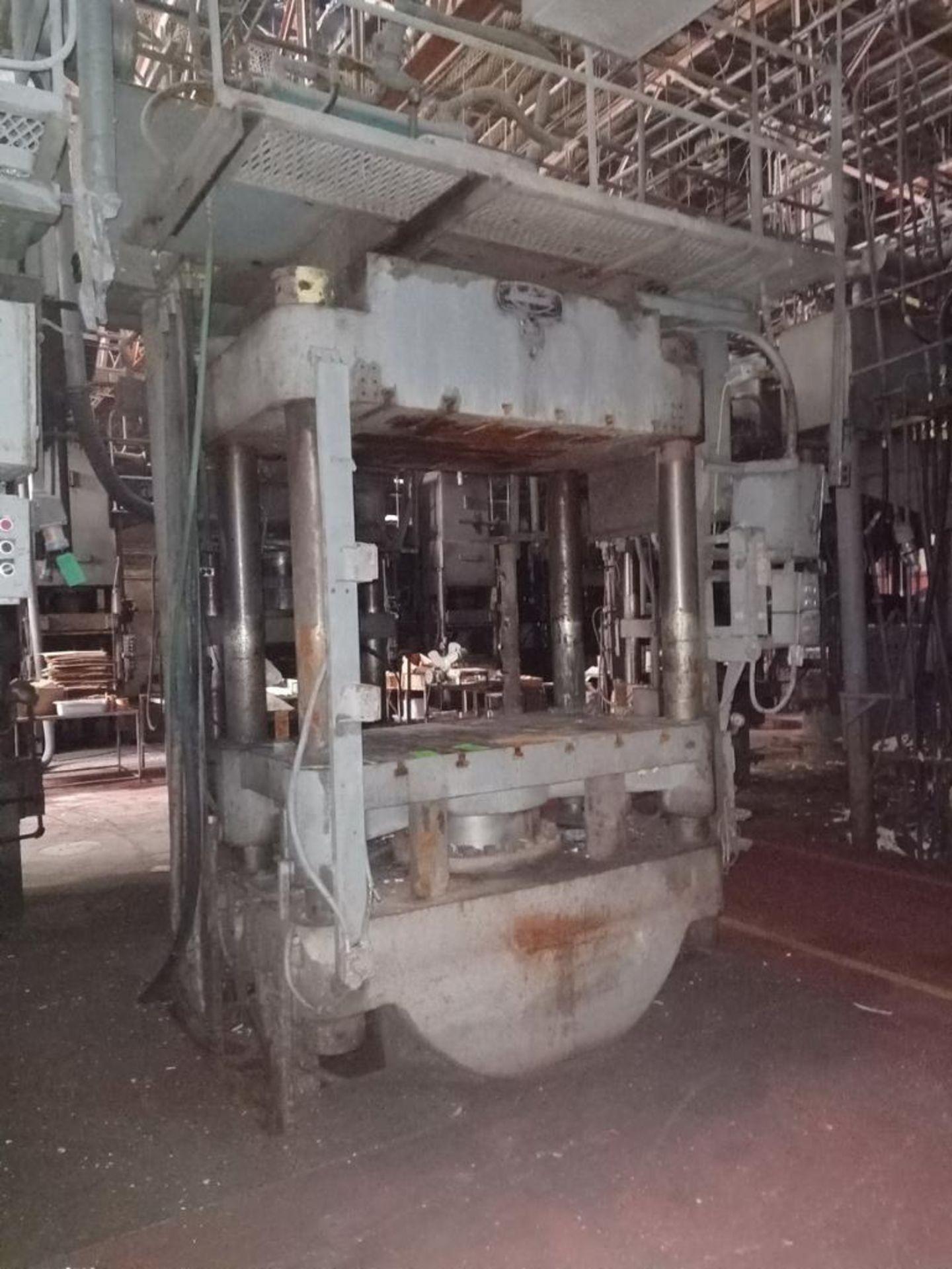 Lot 34 - Lawson 600T 4-Post compression molding Press