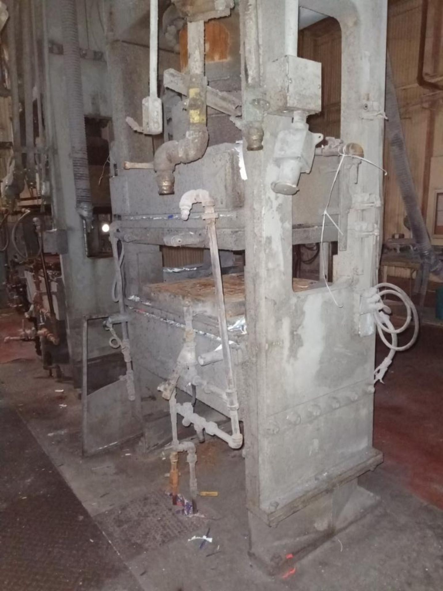 Lot 60 - French 400T 4-Post Compression Molding Press