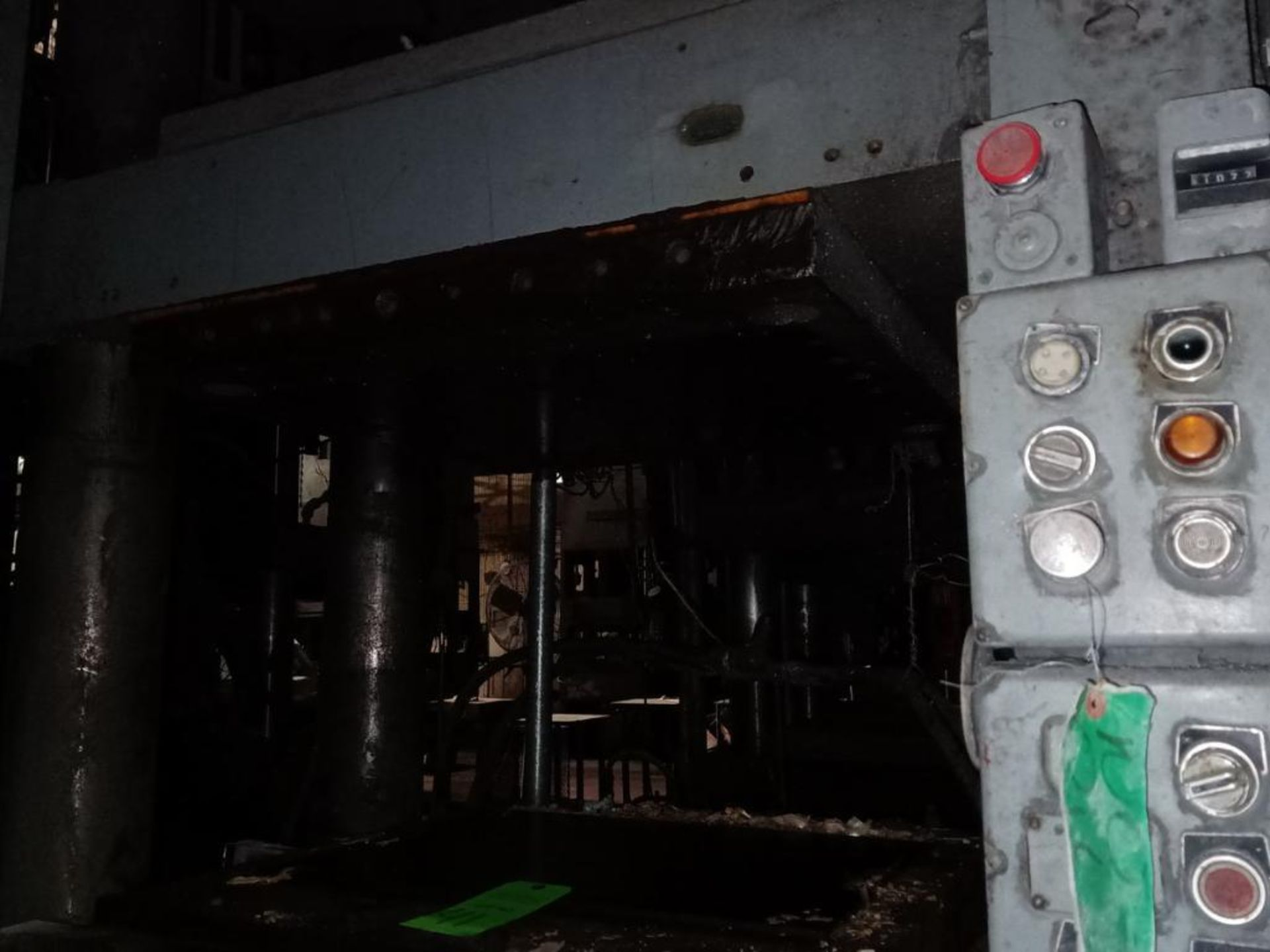 Lot 41 - Lawson 400T 4-Post compression molding Press