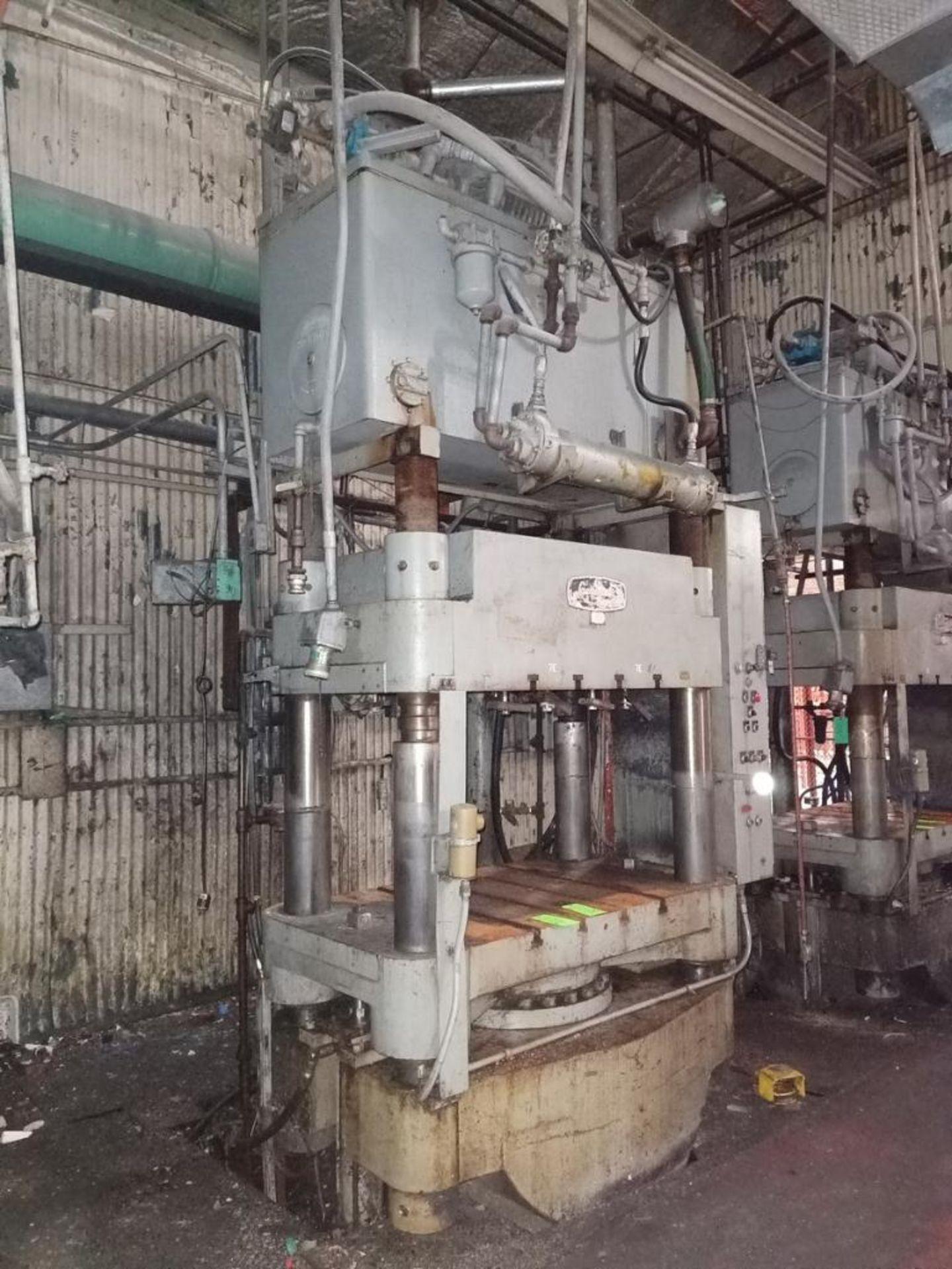 Lot 38 - Lawson 600T 4-Post compression molding Press