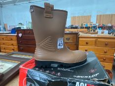 PAIR OF SIZE 8 NEW SAFETY BOOTS