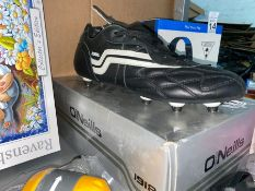 PAIR OF 10.5 NEW ONEILL'S FOOTBALL BOOTS