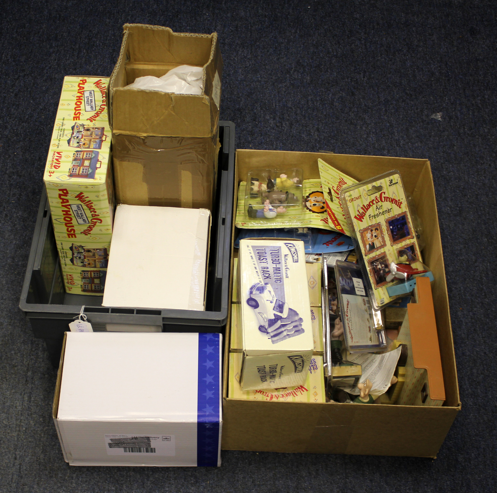 Lot 690 - Wallace & Gromit. A collection of mostly boxed Wallace and Gromit figures & accessories, circa