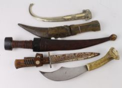 Edged knives a selection of minor examples, condition varies.