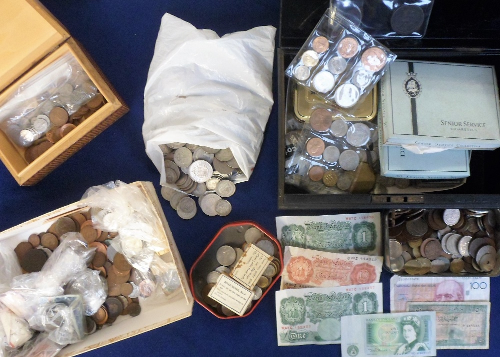 Lot 8 - Coins, a large quantity of GB & World coins with a number of pre-1946 silver issues noted, also