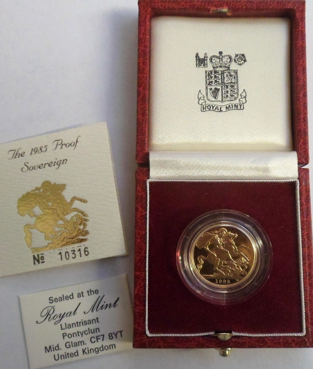 Lot 5 - Coin, GB, Royal Mint, proof sovereign 1985 in Royal Mint case of issue, uncirculated