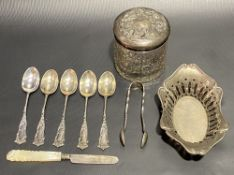 Miscellaneous silver, to include an Edwardian silver pierced oval bonbon dish, a set of five