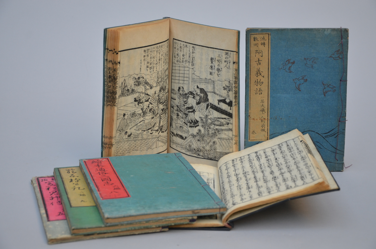 Lot 164 - 6 Japanese booklets with woodcuts (16x22cm)