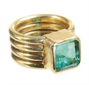 ring, yelow gold 750/000, emerald in octagonal cut c. 4.5 ct (very deep cut), nice rich green, point
