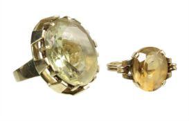 lot: 2 rings, yelow gold 585/000, 1 ring, citrine c. 6.0 ct (13.5 x 11.0 mm), ring width c. 57,5,