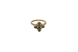 A circa 1900 9 carat gold ring. Approx: 3 gr.