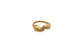 A 14K gold ring with dolphins. Approx: 5 gr