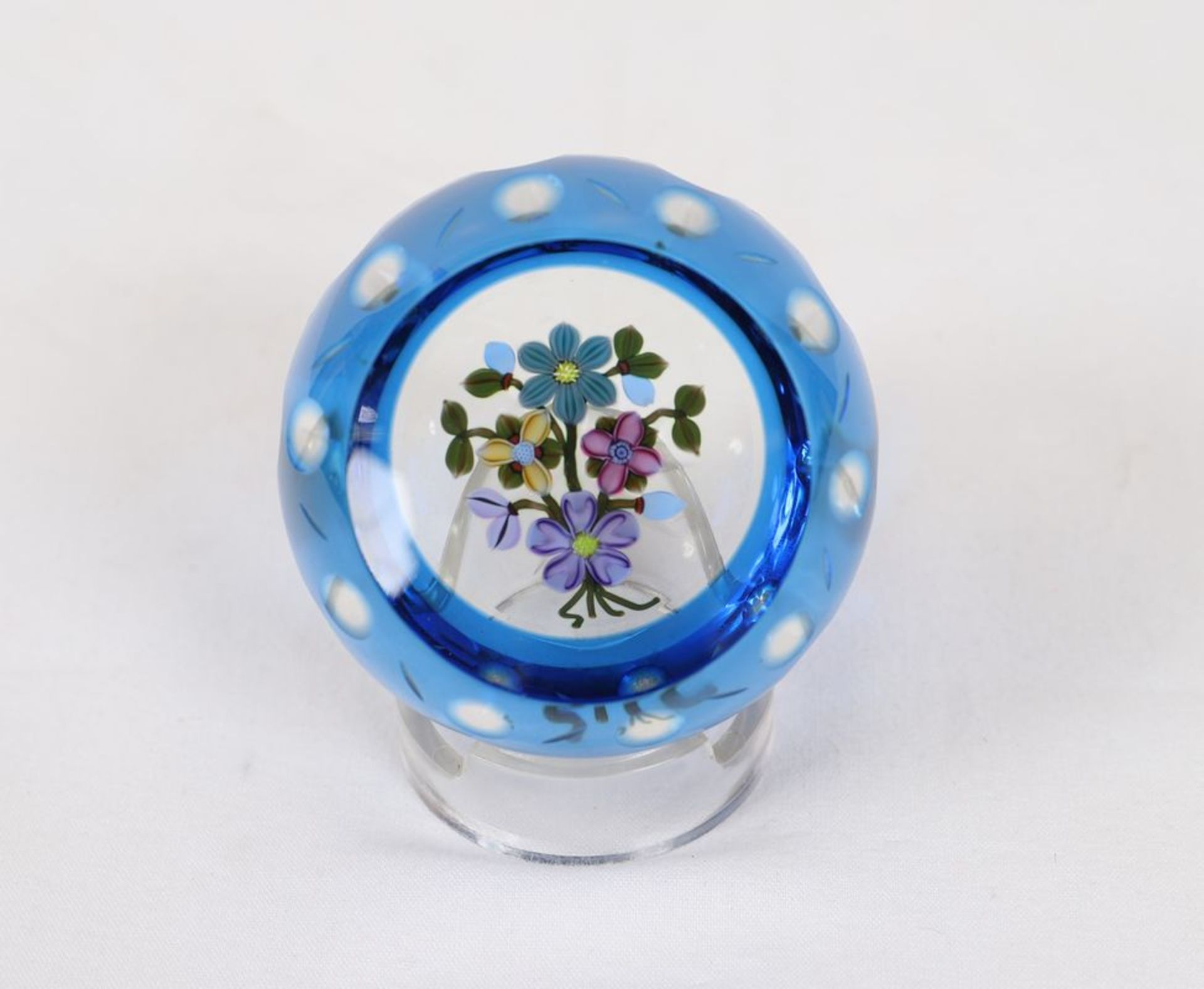 Val Saint LambertPresse papier en cristal peint à décor de fleurs ...