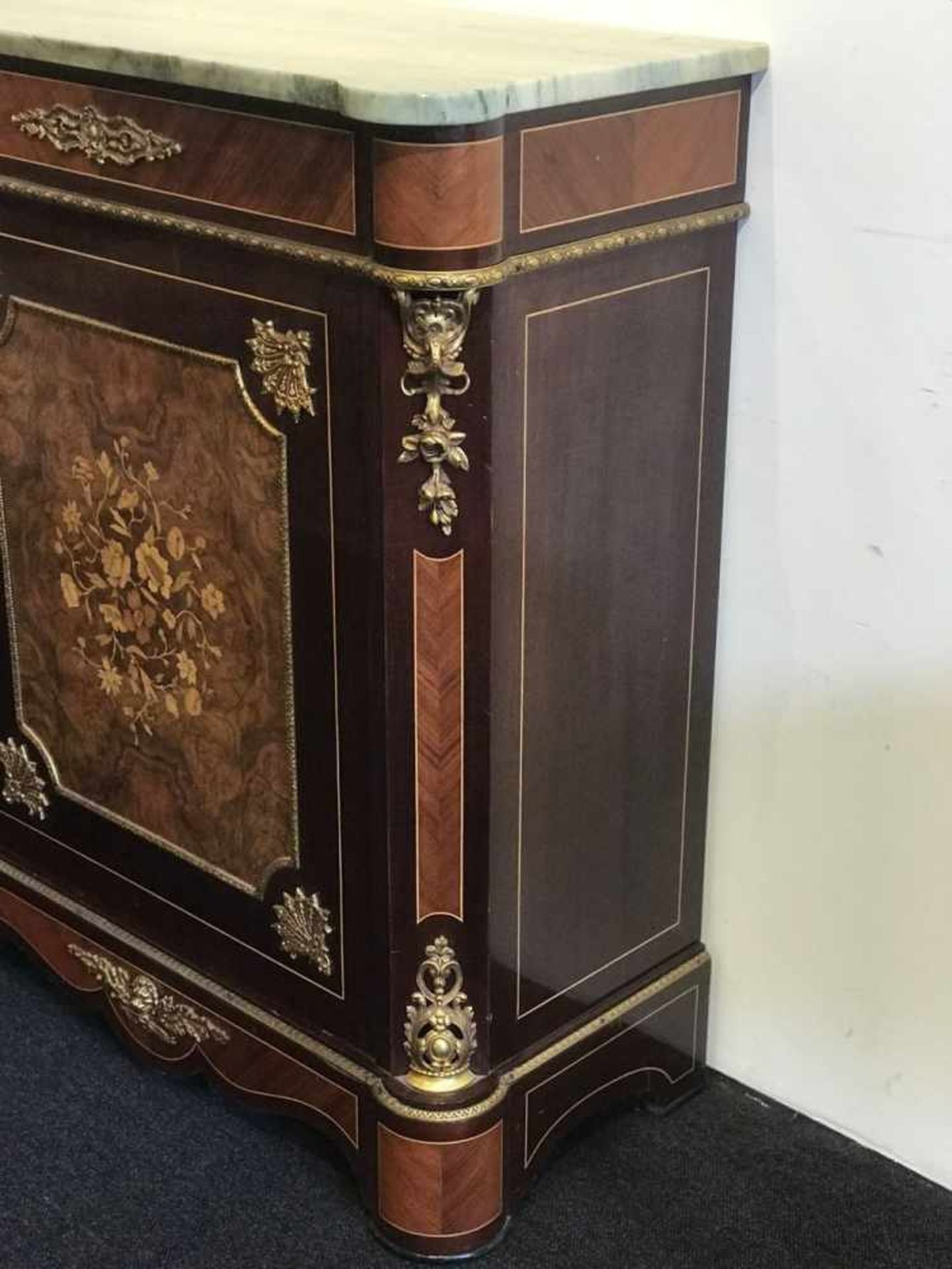 Cupboard style Napoleon III marquetry, root wood and marble top H 100 B 82 D 40 cm - Bild 2 aus 4