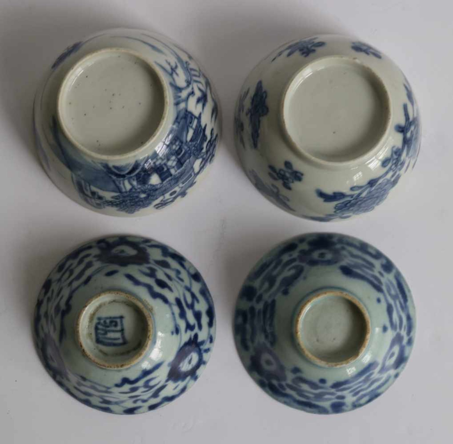 Los 623 - Asian figurine with 4 Chinese cups Chinese lot H 3,5, 5,5 en 12,5 cm dia 8 en 8,5 cm