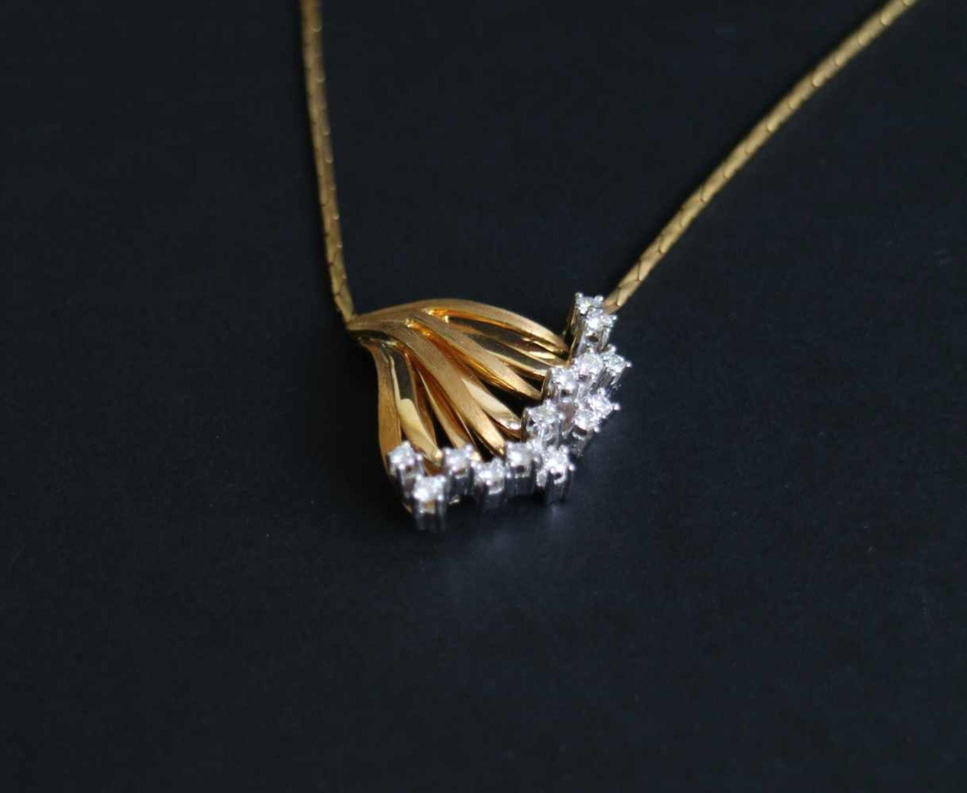 Los 943 - Steffin Pendant and ring gold 18 kt, ring 0.50 carat diamond, pendant 0.56 carat diamond, ring 11