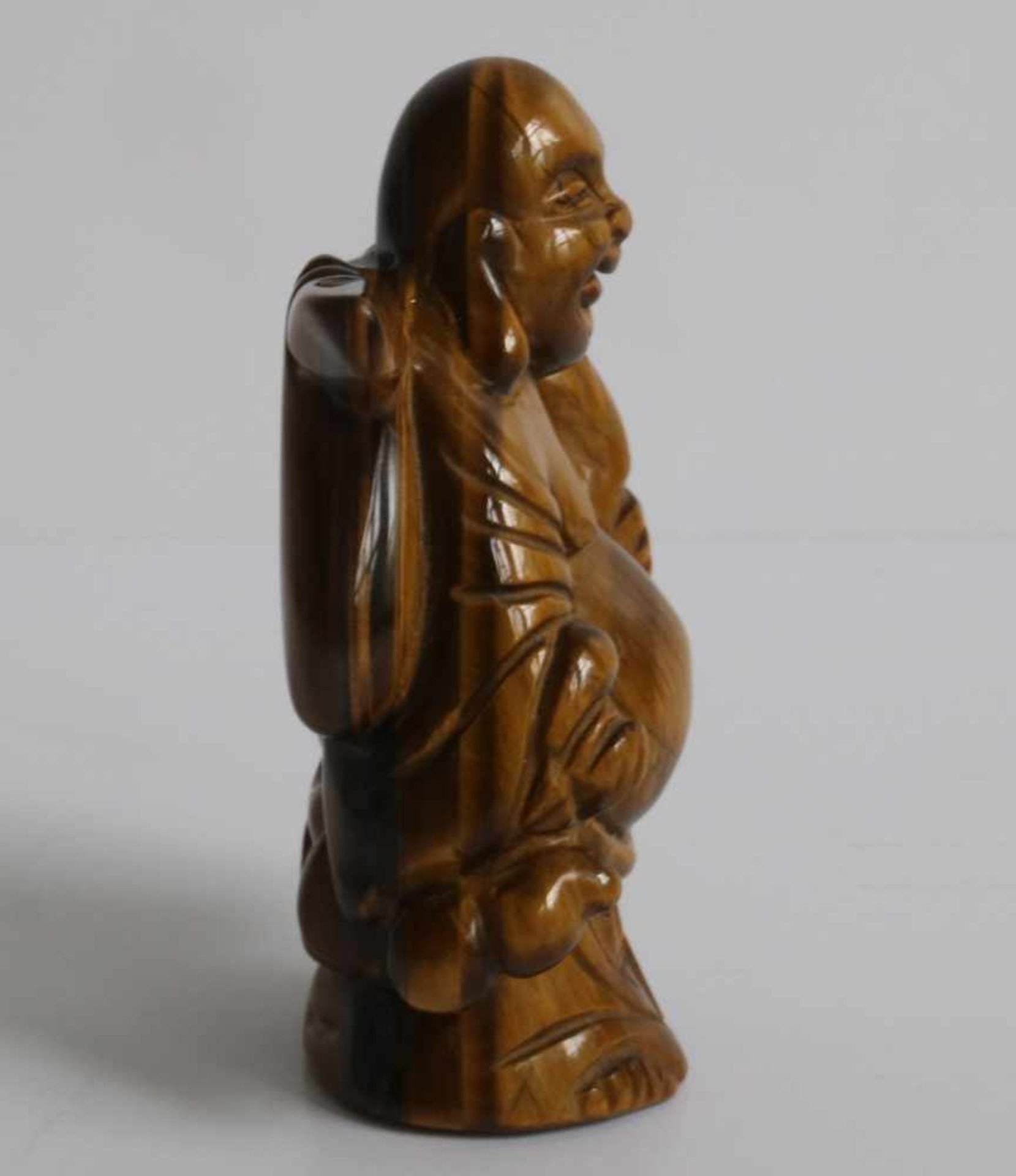 Los 469 - Netsuke Tiger's eye Ivory figure of a Hotei, carrying a gourd and knapsack Japan early 20th century