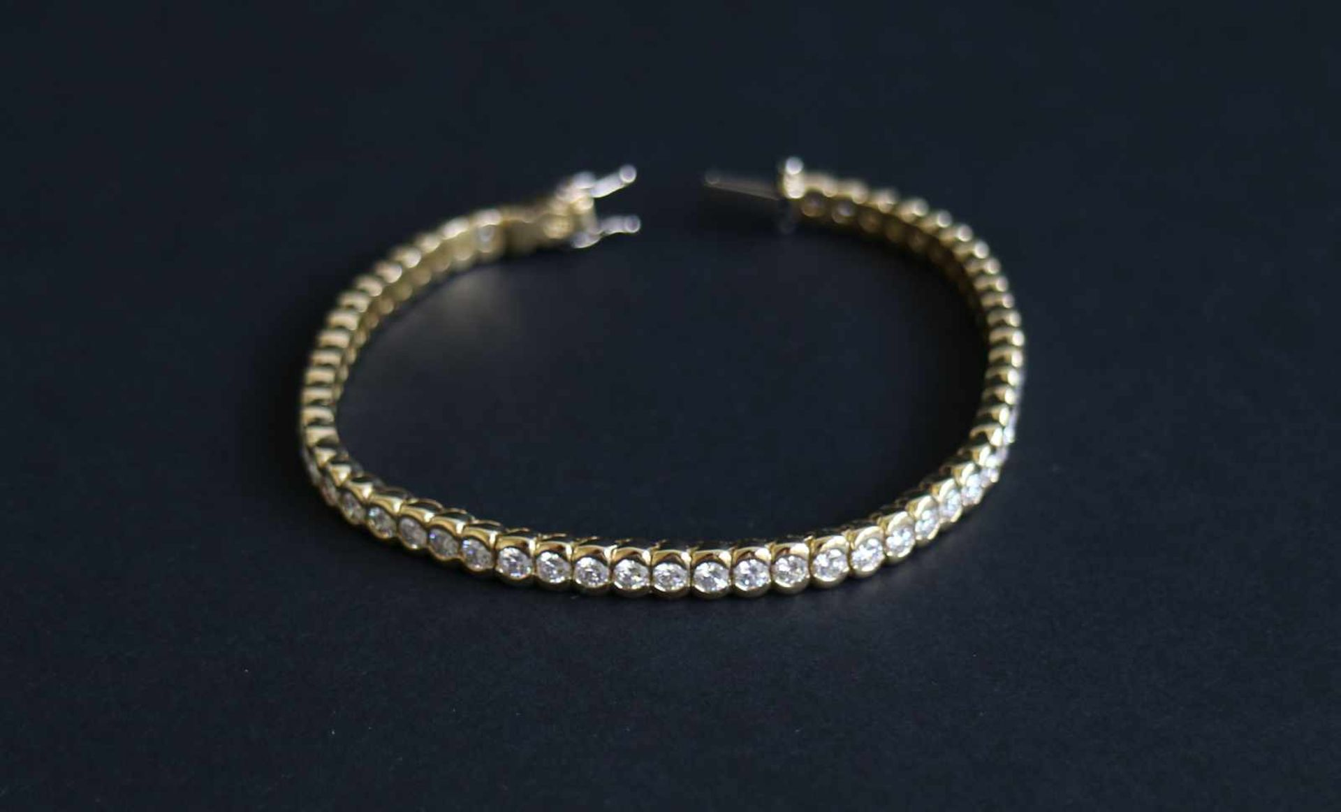 Los 945 - Bracelet Riviere with brilliant gold 22 gr 18 Kt, 56 x brilliant for 4.36 Kt, quality VVS / F
