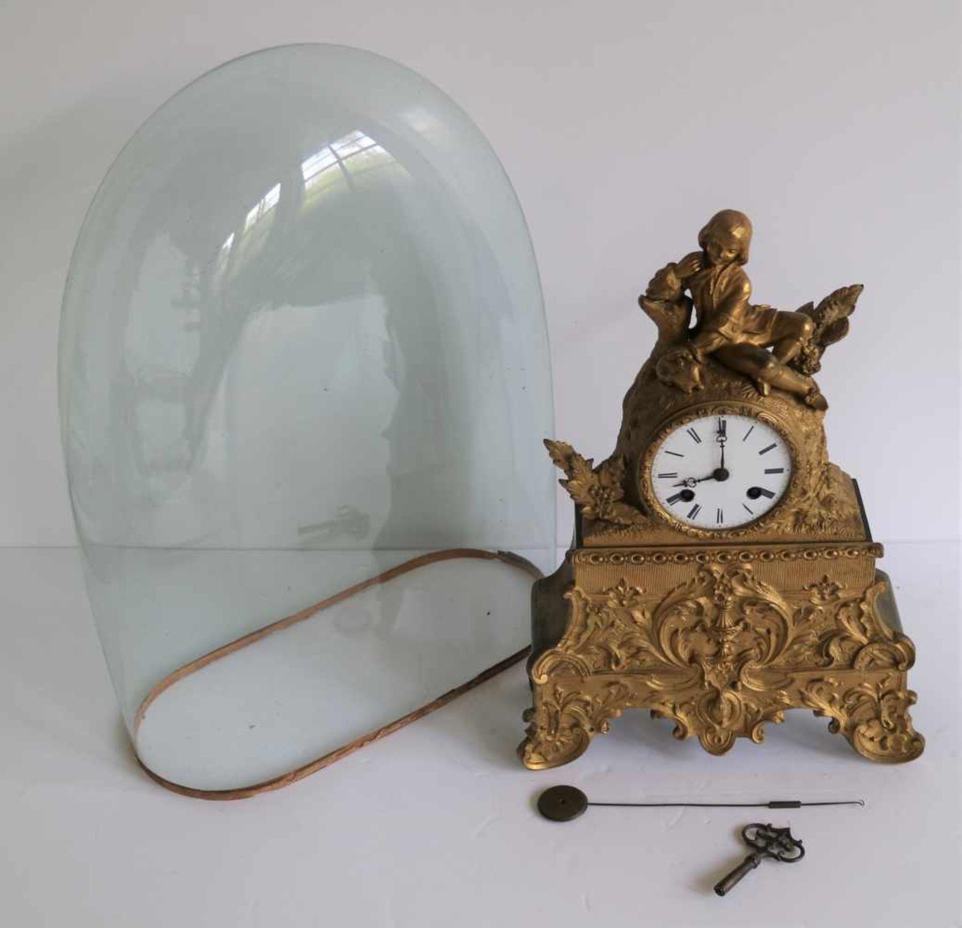 Los 85 - Louis Philippe clock under glass bell jar and artificial bronze H 35 en 42 cm