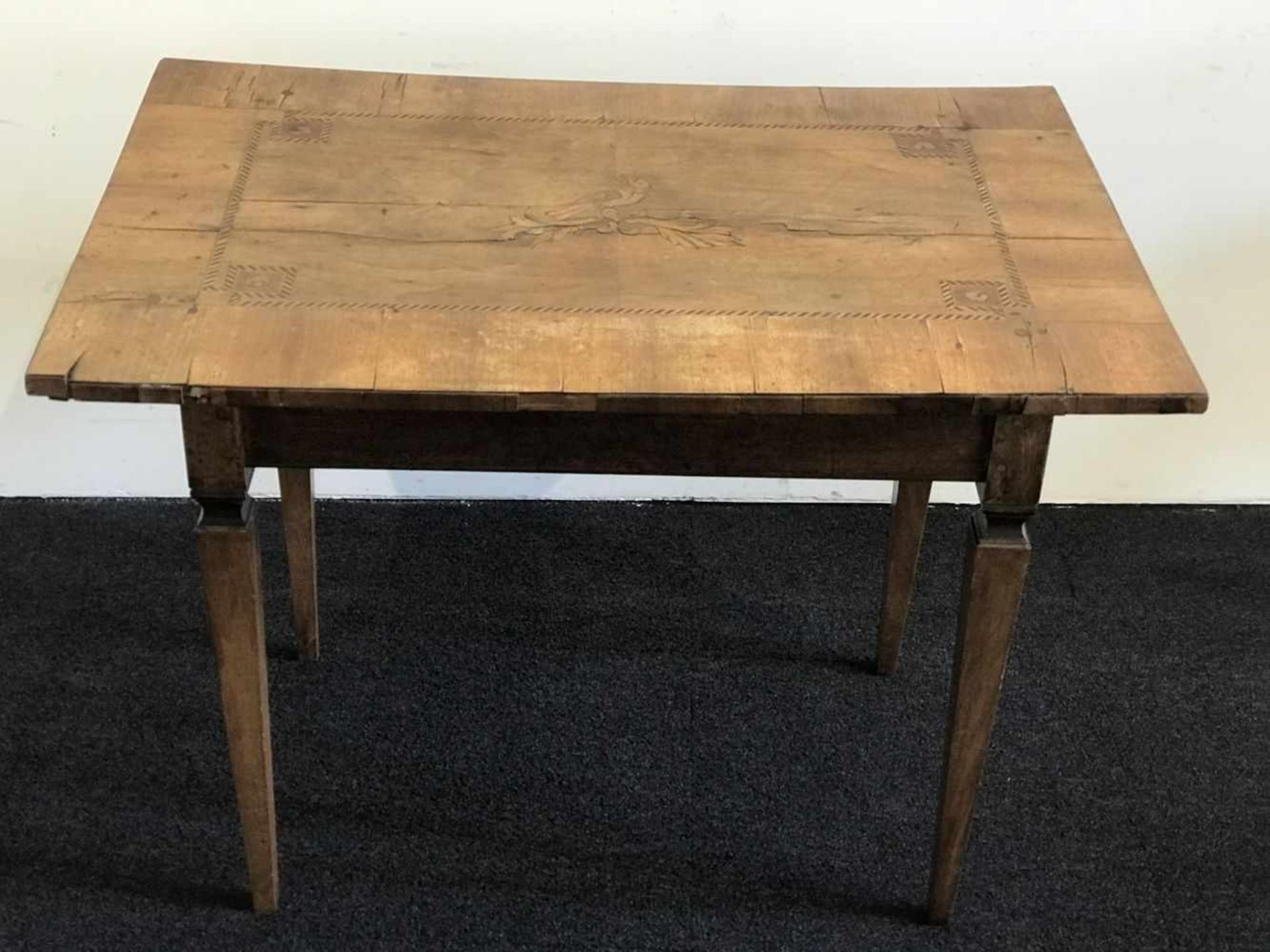 Los 101 - Table with marquetry Table with marquetry H 72 L 96 B 66 cm