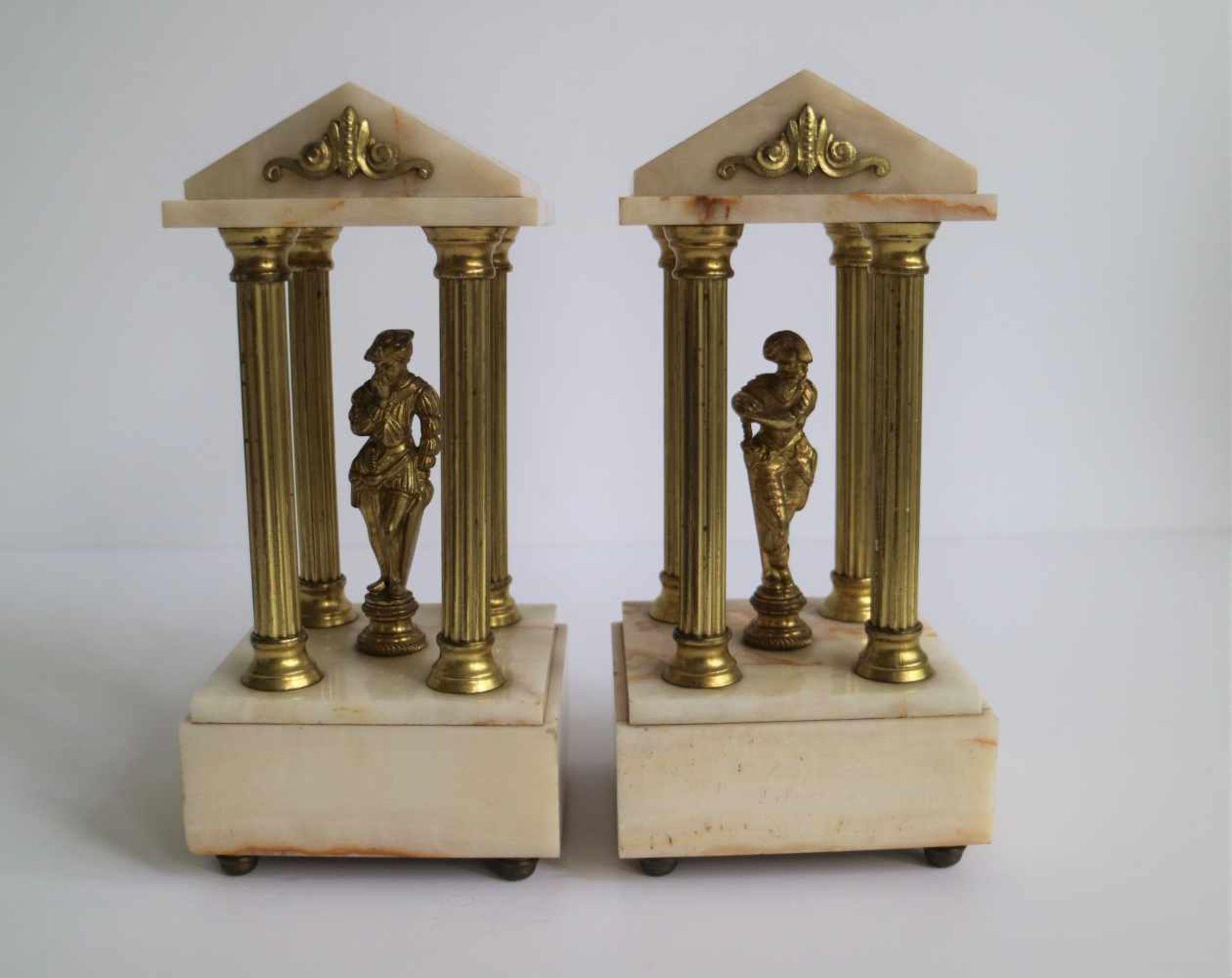 Los 539 - Clock in marble neo classic 3 parts H 22,5 B 11 en H 29,5 B 32,5 cm