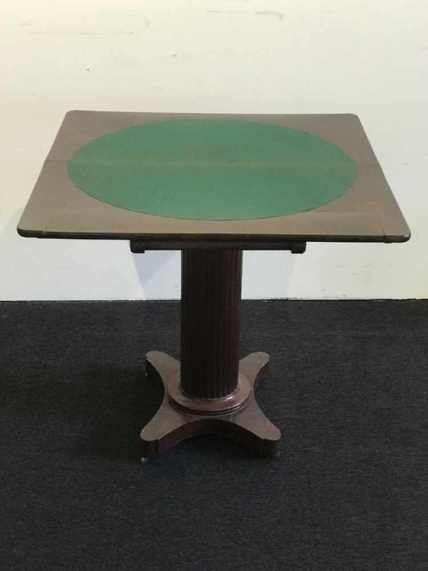 Los 103 - Card table on a central leg H 73 L 80 x 80 cm (open)