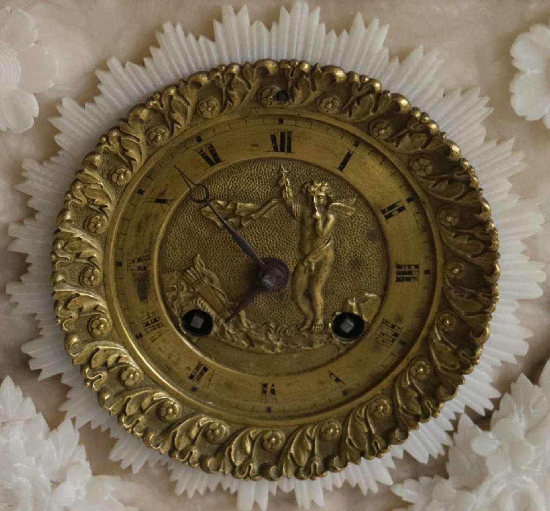 Los 84 - Charles X clock alabaster H 38,5 cm