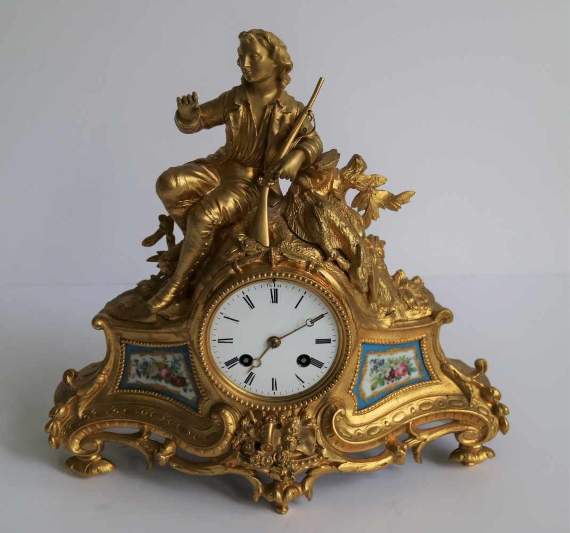 Los 423 - Fire gilded clock with Sèvres plaques H 31 B 32 cm