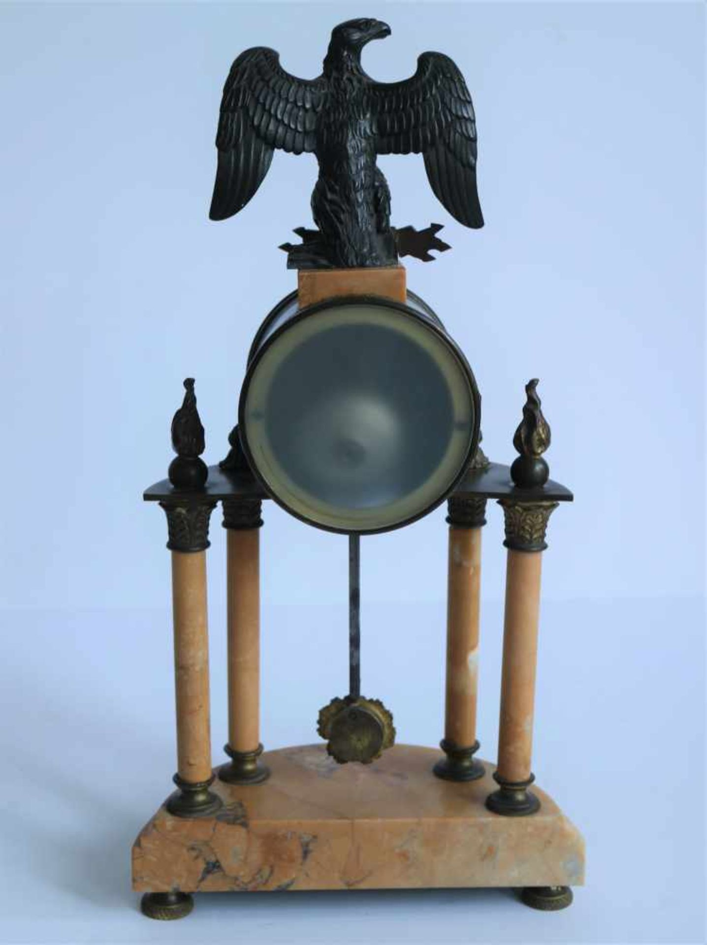 Los 931 - Empire Clock with eagle and Louis XVI elements, 19th century, Paris work sold in Ghent H 41,5 cm
